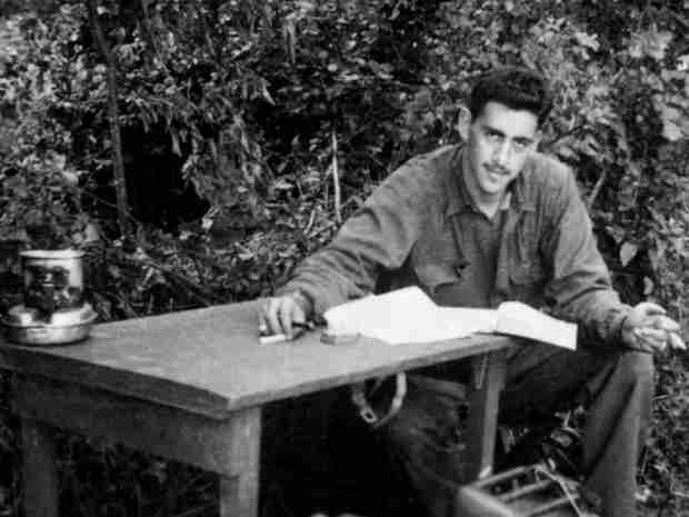 j d salinger essay Suggested essay topics and study questions for jd salinger's franny and zooey perfect for students who have to write franny and zooey essays.